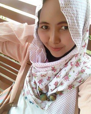 Senyum macam apa ini? 😮Btw, slmat malmingan guyss 🕵#hijabstyle #makeupoftheday #beauty #ClozetteId #mommylife