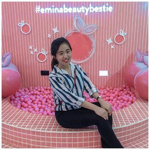 💕 h a p p y  s u n d a y 💕  Ohw iya, FYI nih girlss 😁 Today is the last day for #eminabeautybestie event di mall @kotakasablanka .. disana kalian bisa maen2 di Emina Playground, foto2 di spot2 instagramable yg super cute 📸 maen claw machine buat dapetin free product #eminabrightstuff , shopping all the @eminacosmetics products with special price 🛍 dan jgn lupa tiap jam 5-7pm ada Rush Hour promo dimana kalian bisa dapetin 25% off for all item 😊 dan pastinya juga kalian punya kesempatan buat foto2 dengan para beauty influencer kesayangan kalian 🤗🤗 . . . . . . . . #eminacosmetics #eminabeautybestie #eminaplayground #event #beautyevent #eminabrightstuff #enjoy #happy #clozetteid #clozettedaily #instagood #likeforlikes #likeforfollow #potd #ootd #motd #cuteplace #instagramable #happyplace #beautylover