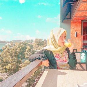 Selamat tahun baru 2019. Semoga selalu diberikan nikmat sehat agar ku bisa kerja, piknik, dan kerja sambil piknik. 💪#vsco #ootd #2018 #livefolk #vacation #instadaily #hotel #staycation #happiness #sky #morning #throwbackthursday #travelblogger #picoftheday #travel #blue #instatravel #hijab #girl #photoshoot #clozetteid #breakfast #newyear #photooftheday #explorebandung #igers #photography #happynewyear #throwback #bandung