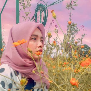 Wherever you go, go with all your heart. - Confucius.  #orange #park #earth #livefolk #vacation #instadaily #sunset #flowers #sky #nature #clozetteid  #throwbackthursday #travelblogger #picoftheday #travel #pink #instatravel #hijab #indonesia #photoshoot #wonderlust #girl #sunflower #photooftheday #explorebandung #quotes #photography #outdoors #throwback #bandung
