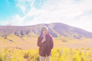 Kali-kali posting lagi di gunung. Biar dibilang traveling mulu. 😂Tapi kan masih mending traveling mulu daripada ngurusin hidup orang lain. Maaf sekadar mengingatkan. 😌#clozetteid #vintage #holiday #livefolk #vacation #instadaily #earth #traveling #nature #sky #wonderlust #throwbackthursday #travelblogger #picoftheday #eastjava #exploreindonesia #mountain #bromo #hijab #photoshoot #indonesia #girl #throwback #photooftheday #ootd #travel #photography #outdoors #throwback #green