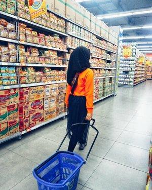 Jadi, udah turun berapa kilo nih selama puasa? Aku dong 3.5kg 😂.....#vsco #vscocam #vscogood #livefolk #noodle #instadaily #foodporn #weekend #groceries #clozetteid #ootd #rainbow #fruit #picoftheday #hijabfashion #shopping #orange #explorebandung #bandung #photoshoot #food #yolo #hijab #photooftheday #likeforlike #igers #photography #outdoors #throwback #like4like