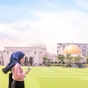 Lagi WA yang mau ngajak salat berjamaah di sini tapi beloman nyampe-nyampe..       Teman-teman TPA-ku... 🙈    #sunny #clozetteid #building #livefolk #travelblogger #instadaily #yolo #nature #sky #mosque #blue #park #instatravel #picoftheday #travel #travelgram #wonderlust #explorebandung #bandung #photoshoot #green #visitbandung #girl #photooftheday #hijab #weekend #photography #outdoors #throwback #blogger 