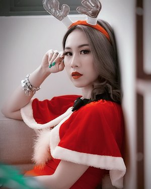 Can't stop thinking of food 🙄 . . . 📸 @oneclickwonders . . . #ladies_journal #christmas #santa #costume #holiday #clozetteid #clozette #fashion #ootd #sgig #igsg #beauty