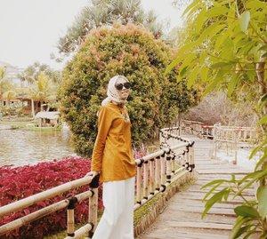 Alhamdulillah untuk 2018. Apakah resolusimu sudah tercapai di tahun ini? Yuk mulai lagi merangkai mimpi untuk 2019. Semoga segalanya menjadi lebih baik. 💖 . . . . . . . #clozetteID #LifestyleBlogger #lifestyle #travelingwithhijab #travel #travelblogger #travelinstyle #hijabootd #hijabtraveller #travelgram #explorebandung #wisatabandung #wisatalembang #floatingmarketlembang #bloggerindo #indonesianfemalebloggers #indotravelgram #clozettedaily #diannostyle