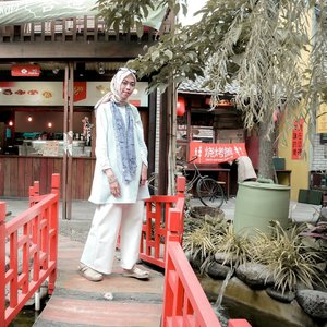 Casy day.........#clozetteid #clozettedaily #lifestyleblogger #lifestyle #travel #traveller #travelbloggerindonesia #indotravelblogger #hijabtraveller #lifestyleblogger #travelblogger #bandung #chinatownbandung #ootd #hootd #hijabstyle #style #diannostyle #explorebandung #bandunghits #travelinstyle