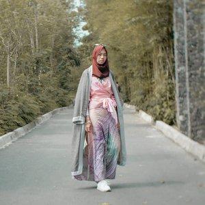 Selamat senin ~ udah cek stories aku belum? Ada giveaway baru! Apa aja hadiahnya? Dan gimana caranya? Cek di highlight GIVEAWAY stories aku yaa.. yuuk ikutaannn 💙......#clozetteid #clozettedaily #ootd #hijabootdindo #hijabootd #hijab #hootd #travelingwithhijab #hijabtraveller #ilooknet #lookbook #lookoftheweek #lookbookindonesia #diannostyle #ootdfashion #fashion #blogger #bloggerstyle #bloggerindonesia #lifestyleblogger