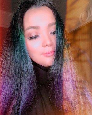 Black hair Not really 😜 • • • #hair #hairpost #green #blue #black #hairtalk #hairdye #hairart #hairdo #hairstyles #lookbook #hairstyle #longhair #longhairstyles #window #sunshine #newyear #newhope #newlife #clozette #clozetteid