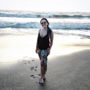 • One Fine Day • . . . . . #bali #alila #alilaseminyak #balibeach #waves #potrait #onefineday #livingmybestlife #idontplaniplay #lovemylife #thankful #grateful #holiday #holiday2018 #scenery #ohsyo #clozette #clozetteid #beautygram #woman #louisvuitton #silk #balibound #wakeupandmakeup