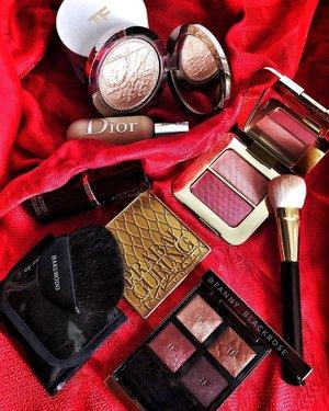 It's Spring 🌸� I am ready to start  new chapter of my life ♥� • • • #motd #honeymoon #tomford #tomfordmakeup #tomfordbeauty #bicoastal #hakuhodo #makeupbrushes #prabalgurung #maccosmetics #dior #diorbeauty #diorvalley #tomfordlifestyle #luxurybeauty #wakeupandmakeup #makeup #makeuppost #makeupflatlay #beautygram #beautyinfluencer #clozette #clozetteid #red #hermes #redseries #bloodseries