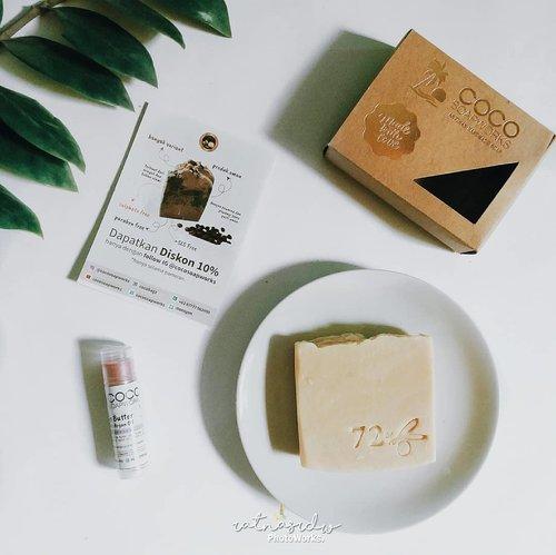 """<div class=""""photoCaption"""">Hello beb~Kali ini aku mau share 2 produk yang dibuat dengan bahan-bahan alami nih!  <a class=""""pink-url"""" target=""""_blank"""" href=""""http://m.clozette.co.id/search/query?term=1&siteseach=Submit"""">#1</a> Faux Savon De Marseille.Jadi yang pertama ini tuh handmade soap yang terbuat dari Olive Oil dan Coconut Oil, Palm Oil, dan minyak alami lainnya yang sangat baik dan lembut untuk kulit, membuat kulit halus dan tidak kering cocok untuk orang dewasa dan anak-anak juga loh! karena terbuat dari bahan-bahan alami tadi.  <a class=""""pink-url"""" target=""""_blank"""" href=""""http://m.clozette.co.id/search/query?term=2&siteseach=Submit"""">#2</a> Lip Butter Plus Argan Oil - Lavender.Nah yang kedua ini lip butter yang terbuat dari Cocoa Butter dan Argan Oil yang sangat baik untuk perawatan bibir yang kering dan pecah-pecah kaya aku nih. Biasanya aku pakai pas malam hari sebelum tidur dan dijadiin base sebelum pakai lipstik biar tetap lembab bibirnya walaupun pakai lipmatte sekalipun. mantul gak tuh?Jadi itu dia 2 produk alami yang manfaatnya baik untuk sehari-hari. Buat kalian yang kepo sama ke 2 produk ini kepoin instagramnya di @cocosoapworksbanyak variantnya loh!______________ <a class=""""pink-url"""" target=""""_blank"""" href=""""http://m.clozette.co.id/search/query?term=cocosoapworks&siteseach=Submit"""">#cocosoapworks</a>  <a class=""""pink-url"""" target=""""_blank"""" href=""""http://m.clozette.co.id/search/query?term=itsbeautycommunity&siteseach=Submit"""">#itsbeautycommunity</a>  <a class=""""pink-url"""" target=""""_blank"""" href=""""http://m.clozette.co.id/search/query?term=ibcxcocosoapworks&siteseach=Submit"""">#ibcxcocosoapworks</a>  <a class=""""pink-url"""" target=""""_blank"""" href=""""http://m.clozette.co.id/search/query?term=ClozetteID&siteseach=Submit"""">#ClozetteID</a></div>"""