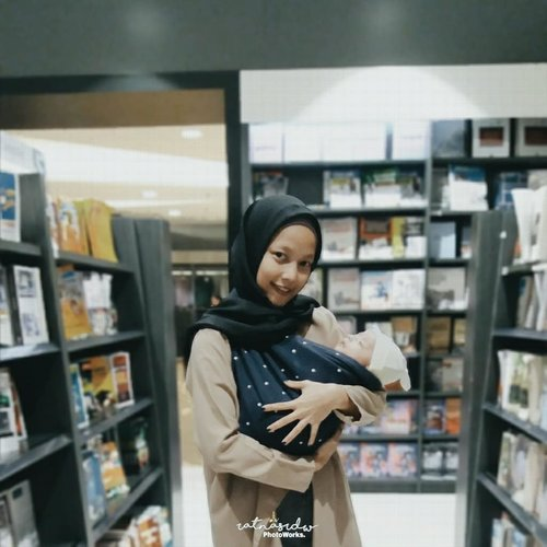 "<div class=""photoCaption"">The first time ngajak baby dhavin hangout yaaa walaupun cuma ke bookstore🙊Geos by : @mybabypouch_official_________________________ <a class=""pink-url"" target=""_blank"" href=""http://m.clozette.co.id/search/query?term=StoryOfBabyDhavinGhifari&siteseach=Submit"">#StoryOfBabyDhavinGhifari</a>  <a class=""pink-url"" target=""_blank"" href=""http://m.clozette.co.id/search/query?term=1months29days&siteseach=Submit"">#1months29days</a> <a class=""pink-url"" target=""_blank"" href=""http://m.clozette.co.id/search/query?term=ClozetteID&siteseach=Submit"">#ClozetteID</a></div>"