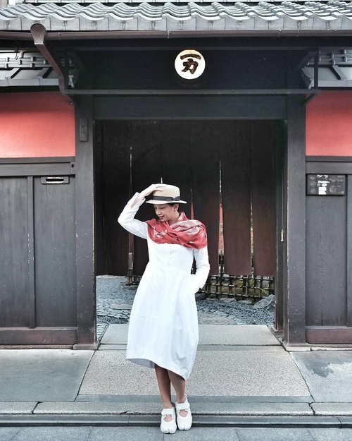 "<div class=""photoCaption"">Posed in front of a prominent tea house in Gion area while waiting for Geisha and Maiko to pass by.<br /> <br />  <a class=""pink-url"" target=""_blank"" href=""http://m.id.clozette.co/search/query?term=OOTD&siteseach=Submit"">#OOTD</a><br />  <a class=""pink-url"" target=""_blank"" href=""http://m.id.clozette.co/search/query?term=OOTDindo&siteseach=Submit"">#OOTDindo</a> <br />  <a class=""pink-url"" target=""_blank"" href=""http://m.id.clozette.co/search/query?term=LookbookIndonesia&siteseach=Submit"">#LookbookIndonesia</a> <br />  <a class=""pink-url"" target=""_blank"" href=""http://m.id.clozette.co/search/query?term=ClozetteID&siteseach=Submit"">#ClozetteID</a> <br />  <a class=""pink-url"" target=""_blank"" href=""http://m.id.clozette.co/search/query?term=Kyoto&siteseach=Submit"">#Kyoto</a><br />  <a class=""pink-url"" target=""_blank"" href=""http://m.id.clozette.co/search/query?term=Japan&siteseach=Submit"">#Japan</a></div>"