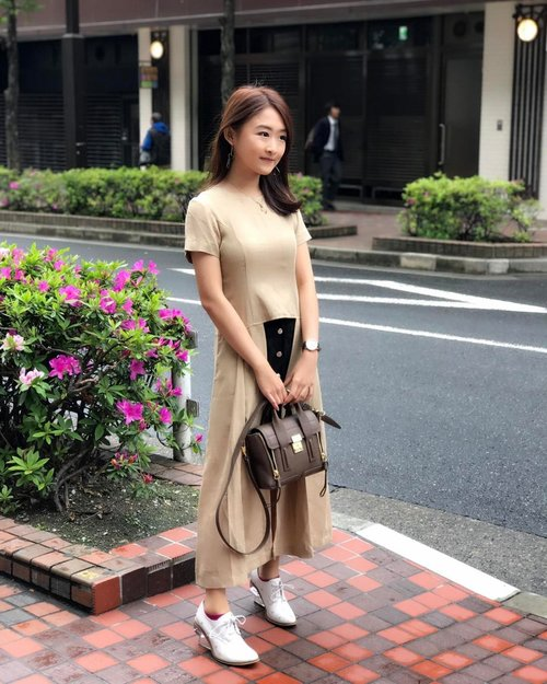 """<div class=""""photoCaption"""">A cloudy morning ☁️ in  <a class=""""pink-url"""" target=""""_blank"""" href=""""http://m.id.clozette.co/search/query?term=Tokyo&siteseach=Submit"""">#Tokyo</a> & my  <a class=""""pink-url"""" target=""""_blank"""" href=""""http://m.id.clozette.co/search/query?term=OOTD&siteseach=Submit"""">#OOTD</a> wearing @loiresali 's uber cool top⚡️  <a class=""""pink-url"""" target=""""_blank"""" href=""""http://m.id.clozette.co/search/query?term=verenleeinJapan&siteseach=Submit"""">#verenleeinJapan</a></div>"""