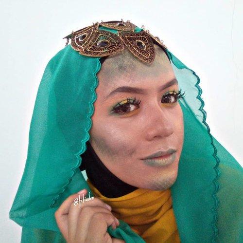 "<div class=""photoCaption"">I present to you ""Nyi Blorong Syar'i"" 😁✌️. This is our Halloween Makeup Look yang berkolaborasi dengan @beautyranger.id . Yang mau kepo Swipe untuk lihat semua looknyaaa! 💃. @lushinta_@elsaliora@nelly_uty@radenayublog@tamioktari@Picme07@noviawids@dwinov89@gadishayu@selvinamakeup_@viey_septiyan@Zahrarimbayu@Intaniaptrm@ria_ariefiana@elysetyowati_@byageha@lelyyrahmaa_@linglingnrg@Jona_pottger@Fadilafebb@Iragunawan04@ikadevita@ernitagst@cherly_mae@wiluwae@Rositagitaaa@Filiadev@mala.a22@nab.nn_@winnie_angeline@revanisanabella@inii.nadia_.  <a class=""pink-url"" target=""_blank"" href=""http://m.clozette.co.id/search/query?term=Beautyranger&siteseach=Submit"">#Beautyranger</a>  <a class=""pink-url"" target=""_blank"" href=""http://m.clozette.co.id/search/query?term=BeautyRangerCollab&siteseach=Submit"">#BeautyRangerCollab</a>  <a class=""pink-url"" target=""_blank"" href=""http://m.clozette.co.id/search/query?term=RangerHalloween&siteseach=Submit"">#RangerHalloween</a>  <a class=""pink-url"" target=""_blank"" href=""http://m.clozette.co.id/search/query?term=BRXKILABEAUTYBYRF.&siteseach=Submit"">#BRXKILABEAUTYBYRF.</a> <a class=""pink-url"" target=""_blank"" href=""http://m.clozette.co.id/search/query?term=halloween&siteseach=Submit"">#halloween</a>  <a class=""pink-url"" target=""_blank"" href=""http://m.clozette.co.id/search/query?term=halloweenmakeup&siteseach=Submit"">#halloweenmakeup</a>  <a class=""pink-url"" target=""_blank"" href=""http://m.clozette.co.id/search/query?term=makeup&siteseach=Submit"">#makeup</a>  <a class=""pink-url"" target=""_blank"" href=""http://m.clozette.co.id/search/query?term=makeuptoday&siteseach=Submit"">#makeuptoday</a>  <a class=""pink-url"" target=""_blank"" href=""http://m.clozette.co.id/search/query?term=makeover&siteseach=Submit"">#makeover</a>  <a class=""pink-url"" target=""_blank"" href=""http://m.clozette.co.id/search/query?term=makeupaddict&siteseach=Submit"">#makeupaddict</a>  <a class=""pink-url"" target=""_blank"" href=""http://m.clozette.co.id/search/query?term=m"