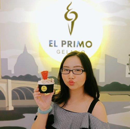 """<div class=""""photoCaption"""">~ Feb 22, 2019.Ice cream gelato di Semarang itu udah banyak banget pilihan nya, mau yang di daerah Semarang bawah maupun atas, udah banyak banget yng jual ice cream gelato. Kalau aku sih, udah pernah coba gelato di 3 atau 4 tempat sih, tapi yang paling enak dan mantap rasanya ya cuma di @elprimogelatio 😍 Biasanya abis cobain kalo ketagihan bakal mampir lg, dan aku sudah 2x ke El Primo Gelatio, biasanya sih aku ke yang pusatnya lgsung di jalan ngesrep timur, banyumanik, tempat nya juga cozy abis! ❤ ada juga loh di @kozy.resto jadi setelah kenyang menyantap hidangan, bisa menikmati dessert ice cream nya El Primo Gelatio di resto tsb .Menurut aku pribadi, @elprimogelatio adalah Ice Cream Gelato TERENAK di SEMARANG 🍦🍧 Rasa manisnya yang pas, varian rasa yang sangat banyak, serta harganya juga bersahabat. Gak lagi2 deh pindah ke lain hati, kecuali nemu yg lebih enak dari ini di Semarang.. Btw, aku bicaranya yng di Semarang ya dan ga ngebandingin di kota2 lain 😆 .Varian rasa dari @elprimogelatio itu buanyak banget! Mulai dari yg manis, gurih, bahkan yg trbuat dari buah2 segar juga ada loh! Rasanya beneran kayak buah asli ada manis kecut2 gitu 🍧 Selain ice cream cup, ada juga loh varian cone, croissant, bahkan mau dibuat cake juga bisa! Adapula topping2 cookies & macaron yang cute yng akan mempermanis gelato yang kita pesan 🎉 .Buat aku sih, ini RECOMMENDED banget! No endorsement guys! Alin sih kalo mmg ga enak bakal blg ga enak dan gak akan mampir lagi 😂 Nah, kalau yang Ice Cream Gelato di @elprimogelatio emang beneran enak makanya balik lagi utk kedua kalinya ❤ Siapa yg mau ngajak aku kesana lagi? Yukk Hahaha .El Primo Gelatio @elprimogelatio berada di Jalan Ngesrep Tim. V No.33, Sumurboto, Banyumanik atau kalian jg bisa kunjungi @kozy.resto di daerah Papandayan👌 . <a class=""""pink-url"""" target=""""_blank"""" href=""""http://m.id.clozette.co/search/query?term=AForAlinda&siteseach=Submit"""">#AForAlinda</a>  <a class=""""pink-url"""" target=""""_blank"""" href=""""http://m.id."""