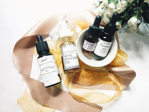 "<div class=""photoCaption"">[NEW VIDEO] Best oil for acne prone skin is up on my youtube channel ya!<br /> <br /> Muka berminyak & berjerawat pakai minyak lagi? Nggak salah tuh?<br /> <br /> Makanya cek dulu yuk video saya. Link on bio girls! 😉<br /> <br /> <a href=""https://Bit.ly/yt-bestoilacne"" class=""pink-url""  target=""_blank""  rel=""nofollow"" title=""https://Bit.ly/yt-bestoilacne"">Bit.ly/yt-bestoilacne</a><br /> <br />  <a class=""pink-url"" target=""_blank"" href=""http://m.clozette.co.id/search/query?term=faceoil&siteseach=Submit"">#faceoil</a>  <a class=""pink-url"" target=""_blank"" href=""http://m.clozette.co.id/search/query?term=tamanuoil&siteseach=Submit"">#tamanuoil</a>  <a class=""pink-url"" target=""_blank"" href=""http://m.clozette.co.id/search/query?term=rosehipoil&siteseach=Submit"">#rosehipoil</a>  <a class=""pink-url"" target=""_blank"" href=""http://m.clozette.co.id/search/query?term=grapeseedoil&siteseach=Submit"">#grapeseedoil</a>  <a class=""pink-url"" target=""_blank"" href=""http://m.clozette.co.id/search/query?term=haple&siteseach=Submit"">#haple</a>  <a class=""pink-url"" target=""_blank"" href=""http://m.clozette.co.id/search/query?term=caracarrier&siteseach=Submit"">#caracarrier</a>  <a class=""pink-url"" target=""_blank"" href=""http://m.clozette.co.id/search/query?term=Bodyandco&siteseach=Submit"">#Bodyandco</a>  <a class=""pink-url"" target=""_blank"" href=""http://m.clozette.co.id/search/query?term=organicsupply&siteseach=Submit"">#organicsupply</a>  <a class=""pink-url"" target=""_blank"" href=""http://m.clozette.co.id/search/query?term=skincare&siteseach=Submit"">#skincare</a>  <a class=""pink-url"" target=""_blank"" href=""http://m.clozette.co.id/search/query?term=skincarecommunity&siteseach=Submit"">#skincarecommunity</a>  <a class=""pink-url"" target=""_blank"" href=""http://m.clozette.co.id/search/query?term=skincarejunkie&siteseach=Submit"">#skincarejunkie</a>  <a class=""pink-url"" target=""_blank"" href=""http://m.clozette.co.id/search/query?term=skincareaddict&siteseach=Submit"">#skincareaddict</a>"