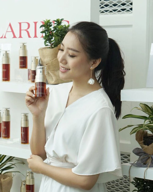 "<div class=""photoCaption"">So happy to be part of @clarinsclub.id Seeds of beauty event to support the earth by growing more trees 💖Clarins believes that we have to give back what we took from the earth ( because clarins always use natural ingredients ) so every purchase of Clarins double serum will be counted as one tree ✨This serum will be available to purchase by the end of this year ❤️</div>"