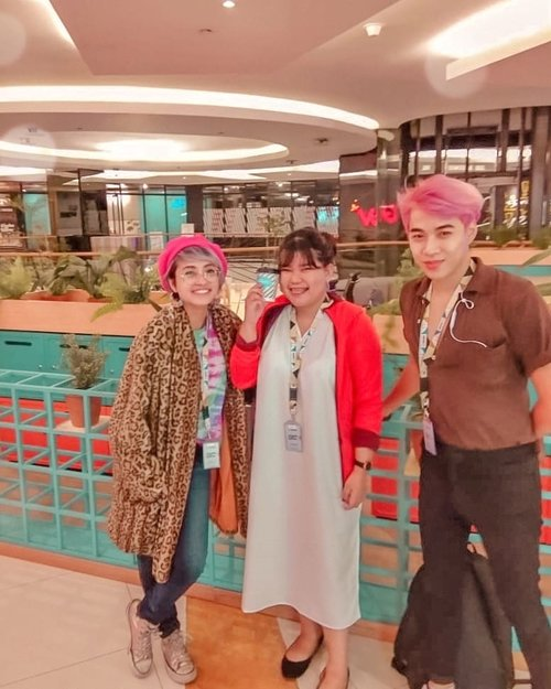 "<div class=""photoCaption"">Trio warna warni-- coming soon Tasya cat rambut warna BIRUU 😂❤️  <a class=""pink-url"" target=""_blank"" href=""http://m.clozette.co.id/search/query?term=movies&siteseach=Submit"">#movies</a>  <a class=""pink-url"" target=""_blank"" href=""http://m.clozette.co.id/search/query?term=film&siteseach=Submit"">#film</a>  <a class=""pink-url"" target=""_blank"" href=""http://m.clozette.co.id/search/query?term=movie&siteseach=Submit"">#movie</a>   <a class=""pink-url"" target=""_blank"" href=""http://m.clozette.co.id/search/query?term=cinema&siteseach=Submit"">#cinema</a>  <a class=""pink-url"" target=""_blank"" href=""http://m.clozette.co.id/search/query?term=actor&siteseach=Submit"">#actor</a>  <a class=""pink-url"" target=""_blank"" href=""http://m.clozette.co.id/search/query?term=fashion&siteseach=Submit"">#fashion</a>  <a class=""pink-url"" target=""_blank"" href=""http://m.clozette.co.id/search/query?term=films&siteseach=Submit"">#films</a>   <a class=""pink-url"" target=""_blank"" href=""http://m.clozette.co.id/search/query?term=photography&siteseach=Submit"">#photography</a>  <a class=""pink-url"" target=""_blank"" href=""http://m.clozette.co.id/search/query?term=cinematography&siteseach=Submit"">#cinematography</a>   <a class=""pink-url"" target=""_blank"" href=""http://m.clozette.co.id/search/query?term=filmmaking&siteseach=Submit"">#filmmaking</a>  <a class=""pink-url"" target=""_blank"" href=""http://m.clozette.co.id/search/query?term=model&siteseach=Submit"">#model</a>  <a class=""pink-url"" target=""_blank"" href=""http://m.clozette.co.id/search/query?term=video&siteseach=Submit"">#video</a>  <a class=""pink-url"" target=""_blank"" href=""http://m.clozette.co.id/search/query?term=actress&siteseach=Submit"">#actress</a>  <a class=""pink-url"" target=""_blank"" href=""http://m.clozette.co.id/search/query?term=filmmaker&siteseach=Submit"">#filmmaker</a>  <a class=""pink-url"" target=""_blank"" href=""http://m.clozette.co.id/search/query?term=bhfyp&siteseach=Submit"">#bhfyp</a>  <a class=""pink-url"" target=""_blank"" href=""http://m.clozette.co.id/search/query?term=ootd&siteseach=Submit"">#ootd</a>  <a class=""pink-url"" target=""_blank"" href=""http://m.clozette.co.id/search/query?term=ootdindo&siteseach=Submit"">#ootdindo</a>  <a class=""pink-url"" target=""_blank"" href=""http://m.clozette.co.id/search/query?term=outfitoftheday&siteseach=Submit"">#outfitoftheday</a>  <a class=""pink-url"" target=""_blank"" href=""http://m.clozette.co.id/search/query?term=lookoftheday&siteseach=Submit"">#lookoftheday</a>  <a class=""pink-url"" target=""_blank"" href=""http://m.clozette.co.id/search/query?term=fashion&siteseach=Submit"">#fashion</a>  <a class=""pink-url"" target=""_blank"" href=""http://m.clozette.co.id/search/query?term=fashiongram&siteseach=Submit"">#fashiongram</a>   <a class=""pink-url"" target=""_blank"" href=""http://m.clozette.co.id/search/query?term=clothes&siteseach=Submit"">#clothes</a>  <a class=""pink-url"" target=""_blank"" href=""http://m.clozette.co.id/search/query?term=wiw&siteseach=Submit"">#wiw</a>   <a class=""pink-url"" target=""_blank"" href=""http://m.clozette.co.id/search/query?term=instafashion&siteseach=Submit"">#instafashion</a>  <a class=""pink-url"" target=""_blank"" href=""http://m.clozette.co.id/search/query?term=outfitpost&siteseach=Submit"">#outfitpost</a>  <a class=""pink-url"" target=""_blank"" href=""http://m.clozette.co.id/search/query?term=ootdfashion&siteseach=Submit"">#ootdfashion</a>   <a class=""pink-url"" target=""_blank"" href=""http://m.clozette.co.id/search/query?term=ootd&siteseach=Submit"">#ootd</a>  <a class=""pink-url"" target=""_blank"" href=""http://m.clozette.co.id/search/query?term=todaysoutfit&siteseach=Submit"">#todaysoutfit</a>  <a class=""pink-url"" target=""_blank"" href=""http://m.clozette.co.id/search/query?term=fashiondiaries&siteseach=Submit"">#fashiondiaries</a>  <a class=""pink-url"" target=""_blank"" href=""http://m.clozette.co.id/search/query?term=clozetteid&siteseach=Submit"">#clozetteid</a></div>"