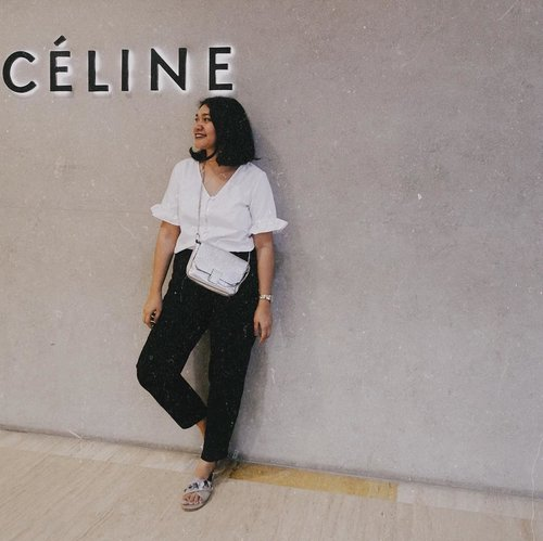 """<div class=""""photoCaption"""">People always misspelled my name, especially on the phone when I make reservation they usually catch """"Lini, Or Serini"""" oh Why! <br /> So I usually goes with my sister name which is easier or my husband name nowadays. But occasionally I use Celine. Because why not? Easy. 😆<br /> —<br /> <br /> Top: @berrybenka <br /> Pants: @x_sml <br /> Sandal: @pvra.official <br /> Bag: @zara<br /> .<br /> .<br /> .<br /> .<br /> .<br /> .<br />  <a class=""""pink-url"""" target=""""_blank"""" href=""""http://m.clozette.co.id/search/query?term=clozetteid&siteseach=Submit"""">#clozetteid</a>  <a class=""""pink-url"""" target=""""_blank"""" href=""""http://m.clozette.co.id/search/query?term=ggrep&siteseach=Submit"""">#ggrep</a>  <a class=""""pink-url"""" target=""""_blank"""" href=""""http://m.clozette.co.id/search/query?term=celliswearing&siteseach=Submit"""">#celliswearing</a>  <a class=""""pink-url"""" target=""""_blank"""" href=""""http://m.clozette.co.id/search/query?term=wiw&siteseach=Submit"""">#wiw</a>  <a class=""""pink-url"""" target=""""_blank"""" href=""""http://m.clozette.co.id/search/query?term=outfitoftheday&siteseach=Submit"""">#outfitoftheday</a></div>"""