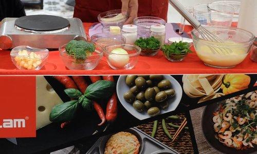 "<div class=""photoCaption"">Membuat makanan lebih cepat dan mudah dengan steam + pan dari @neoflamindonesia Steam + pan @neoflamindonesia Mempunyai 4 cetakan,  sehingga kita memasak berbagai makanan dalam satu waktu. Seperti memasak chicken steak with brown di atas,  dalam 1 pan bisa memasak chicken steak,  telur,  sayur dan sauce secara bersamaan sehingga masakan matang bersama juga.... <a class=""pink-url"" target=""_blank"" href=""http://m.clozette.co.id/search/query?term=neoflamcookingdemo&siteseach=Submit"">#neoflamcookingdemo</a>  <a class=""pink-url"" target=""_blank"" href=""http://m.clozette.co.id/search/query?term=healthycookingwithneoflam&siteseach=Submit"">#healthycookingwithneoflam</a>  <a class=""pink-url"" target=""_blank"" href=""http://m.clozette.co.id/search/query?term=neoflamindonesia&siteseach=Submit"">#neoflamindonesia</a>  <a class=""pink-url"" target=""_blank"" href=""http://m.clozette.co.id/search/query?term=ClozetteID&siteseach=Submit"">#ClozetteID</a></div>"