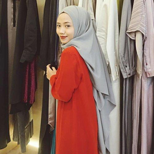 """<div class=""""photoCaption"""">Come and buy!  Mengintip koleksi L.tru di @ltrustore Ambarukmo Plaza Yogyakarta👗 L.tru menyediakan berbagai macam busana muslim wanita, mulai dari blus, celana, sampai gamis-gamis yg elegan. Tak lupa, tersedia aksesoris dari L.Tru yang siap melengkapi penampilanmu🧡Nah, ada juga koleksi terbaru kolaborasi  <a class=""""pink-url"""" target=""""_blank"""" href=""""http://m.clozette.co.id/search/query?term=LtruXFenitaArie&siteseach=Submit"""">#LtruXFenitaArie</a> yang kemarin diperagakan di JFF 2019. Busana muslim dengan desain potongan longgar yang pasti nyaman dipakai sehari-hari. Pilihan warna di koleksi ini juga eye catching😍✨ Thanks to @ltruofficial & @hijabinfluencersnetwork for having me. Terima kasih juga buat mba @fenitaarie dan @analisa.widyaningrum atas ilmunya di Enlightening Woman Talkshow kemarin yang sangat bermanfaat! :)  <a class=""""pink-url"""" target=""""_blank"""" href=""""http://m.clozette.co.id/search/query?term=TruEvent&siteseach=Submit"""">#TruEvent</a>  <a class=""""pink-url"""" target=""""_blank"""" href=""""http://m.clozette.co.id/search/query?term=LtruXHIN&siteseach=Submit"""">#LtruXHIN</a>  <a class=""""pink-url"""" target=""""_blank"""" href=""""http://m.clozette.co.id/search/query?term=ClozetteID&siteseach=Submit"""">#ClozetteID</a>  <a class=""""pink-url"""" target=""""_blank"""" href=""""http://m.clozette.co.id/search/query?term=Clozetter&siteseach=Submit"""">#Clozetter</a>  <a class=""""pink-url"""" target=""""_blank"""" href=""""http://m.clozette.co.id/search/query?term=Hijab&siteseach=Submit"""">#Hijab</a>  <a class=""""pink-url"""" target=""""_blank"""" href=""""http://m.clozette.co.id/search/query?term=HijabFashion&siteseach=Submit"""">#HijabFashion</a>  <a class=""""pink-url"""" target=""""_blank"""" href=""""http://m.clozette.co.id/search/query?term=HijabStyle&siteseach=Submit"""">#HijabStyle</a>  <a class=""""pink-url"""" target=""""_blank"""" href=""""http://m.clozette.co.id/search/query?term=Blogger&siteseach=Submit"""">#Blogger</a>  <a class=""""pink-url"""" target=""""_blank"""" href=""""http://m.clozette.co.id/search/query?term=BloggerJogja&siteseach=Submit"""">#BloggerJogja"""