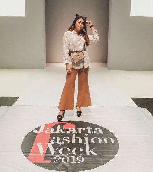 "<div class=""photoCaption"">Still can't move on from @jfwofficial <br />  <a class=""pink-url"" target=""_blank"" href=""http://m.clozette.co.id/search/query?term=JFW2019&siteseach=Submit"">#JFW2019</a>  <a class=""pink-url"" target=""_blank"" href=""http://m.clozette.co.id/search/query?term=wearejfw&siteseach=Submit"">#wearejfw</a><br /> .<br /> .<br /> Head to toe<br /> Top : @zara<br /> Pants: @minimal_stores <br /> Heels : @pedroshoes_official<br /> Belt : @hm <br /> Bag : marcjacobs i got from @octapershop_ 100% Authentic<br /> .<br /> .<br /> .<br />  <a class=""pink-url"" target=""_blank"" href=""http://m.clozette.co.id/search/query?term=Clozetteid&siteseach=Submit"">#Clozetteid</a>  <a class=""pink-url"" target=""_blank"" href=""http://m.clozette.co.id/search/query?term=lookbookindonesia&siteseach=Submit"">#lookbookindonesia</a>  <a class=""pink-url"" target=""_blank"" href=""http://m.clozette.co.id/search/query?term=ootdfashion&siteseach=Submit"">#ootdfashion</a>  <a class=""pink-url"" target=""_blank"" href=""http://m.clozette.co.id/search/query?term=beautyjunkie&siteseach=Submit"">#beautyjunkie</a>  <a class=""pink-url"" target=""_blank"" href=""http://m.clozette.co.id/search/query?term=makeupjunkie&siteseach=Submit"">#makeupjunkie</a>  <a class=""pink-url"" target=""_blank"" href=""http://m.clozette.co.id/search/query?term=ootdshare&siteseach=Submit"">#ootdshare</a>  <a class=""pink-url"" target=""_blank"" href=""http://m.clozette.co.id/search/query?term=ootdstyle&siteseach=Submit"">#ootdstyle</a>  <a class=""pink-url"" target=""_blank"" href=""http://m.clozette.co.id/search/query?term=ootdbandung&siteseach=Submit"">#ootdbandung</a>  <a class=""pink-url"" target=""_blank"" href=""http://m.clozette.co.id/search/query?term=vsco&siteseach=Submit"">#vsco</a>  <a class=""pink-url"" target=""_blank"" href=""http://m.clozette.co.id/search/query?term=ggrep&siteseach=Submit"">#ggrep</a>  <a class=""pink-url"" target=""_blank"" href=""http://m.clozette.co.id/search/query?term=ggrepstyle&siteseach=Submit"">#ggrepstyle</a>  <a class=""pink-url"" target=""_blank"" href=""http://m.clozette.co.id/search/query?term=fashionpeople&siteseach=Submit"">#fashionpeople</a>  <a class=""pink-url"" target=""_blank"" href=""http://m.clozette.co.id/search/query?term=whatiwore&siteseach=Submit"">#whatiwore</a>  <a class=""pink-url"" target=""_blank"" href=""http://m.clozette.co.id/search/query?term=jesislook&siteseach=Submit"">#jesislook</a>  <a class=""pink-url"" target=""_blank"" href=""http://m.clozette.co.id/search/query?term=jesiswear&siteseach=Submit"">#jesiswear</a>  <a class=""pink-url"" target=""_blank"" href=""http://m.clozette.co.id/search/query?term=lookbook&siteseach=Submit"">#lookbook</a>  <a class=""pink-url"" target=""_blank"" href=""http://m.clozette.co.id/search/query?term=ootdindo&siteseach=Submit"">#ootdindo</a>  <a class=""pink-url"" target=""_blank"" href=""http://m.clozette.co.id/search/query?term=ootd&siteseach=Submit"">#ootd</a>  <a class=""pink-url"" target=""_blank"" href=""http://m.clozette.co.id/search/query?term=ootdindonesia&siteseach=Submit"">#ootdindonesia</a>  <a class=""pink-url"" target=""_blank"" href=""http://m.clozette.co.id/search/query?term=ootdindokece&siteseach=Submit"">#ootdindokece</a>  <a class=""pink-url"" target=""_blank"" href=""http://m.clozette.co.id/search/query?term=setterspace&siteseach=Submit"">#setterspace</a>  <a class=""pink-url"" target=""_blank"" href=""http://m.clozette.co.id/search/query?term=mexhm&siteseach=Submit"">#mexhm</a>  <a class=""pink-url"" target=""_blank"" href=""http://m.clozette.co.id/search/query?term=fashionindo&siteseach=Submit"">#fashionindo</a>  <a class=""pink-url"" target=""_blank"" href=""http://m.clozette.co.id/search/query?term=fashionindonesia&siteseach=Submit"">#fashionindonesia</a>  <a class=""pink-url"" target=""_blank"" href=""http://m.clozette.co.id/search/query?term=ootdmdo&siteseach=Submit"">#ootdmdo</a>  <a class=""pink-url"" target=""_blank"" href=""http://m.clozette.co.id/search/query?term=lookbookindonesia&siteseach=Submit"">#lookbookindonesia</a>  <a class=""pink-url"" target=""_blank"" href=""http://m.clozette.co.id/search/query?term=ootdasian&siteseach=Submit"">#ootdasian</a></div>"