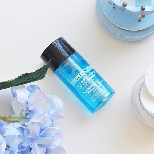 """<div class=""""photoCaption"""">All time fave  <a class=""""pink-url"""" target=""""_blank"""" href=""""http://m.clozette.co.id/search/query?term=eyemakeup&siteseach=Submit"""">#eyemakeup</a> remover 💙💙 melt down the stubborn-waterproof mascaras and eyeliners within seconds, no need to compress, no waiting time, no rub needed either. Just a few gently swipes and there we go.. clean eyes.<br /> .<br /> Been using this for 8 years, and back then when I traveled (or more likely backpacked) I always kept my luggage light so I only brought this as the first cleanser for my whole face, but it was surprisingly didn't break me out. I suggest to use it for its intended use though (eye and lips), since it's indeed formulated for those and also more expensive comparing to micellar water / cleansing milk/ oil / balm.<br /> .<br /> But I'mma say it again, @sephoraidn waterproof eye makeup remover is my champ, have tried others but always came back to this 💙.<br /> What's your favorite?<br /> .<br /> .<br />  <a class=""""pink-url"""" target=""""_blank"""" href=""""http://m.clozette.co.id/search/query?term=clozetteID&siteseach=Submit"""">#clozetteID</a>  <a class=""""pink-url"""" target=""""_blank"""" href=""""http://m.clozette.co.id/search/query?term=beauty&siteseach=Submit"""">#beauty</a>  <a class=""""pink-url"""" target=""""_blank"""" href=""""http://m.clozette.co.id/search/query?term=skincare&siteseach=Submit"""">#skincare</a>  <a class=""""pink-url"""" target=""""_blank"""" href=""""http://m.clozette.co.id/search/query?term=skincarejunkie&siteseach=Submit"""">#skincarejunkie</a>  <a class=""""pink-url"""" target=""""_blank"""" href=""""http://m.clozette.co.id/search/query?term=skincareaddict&siteseach=Submit"""">#skincareaddict</a>  <a class=""""pink-url"""" target=""""_blank"""" href=""""http://m.clozette.co.id/search/query?term=skincarecommunity&siteseach=Submit"""">#skincarecommunity</a>  <a class=""""pink-url"""" target=""""_blank"""" href=""""http://m.clozette.co.id/search/query?term=beautyblogger&siteseach=Submit"""">#beautyblogger</a>  <a class=""""pink-url"""" target=""""_blank"""" href=""""http://m.clozette.co.id/search/query?"""