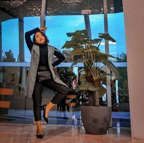 """<div class=""""photoCaption"""">Love black .<br /> <br /> High heels from @bataindonesia .<br /> .<br /> .<br /> <br />  <a class=""""pink-url"""" target=""""_blank"""" href=""""http://m.clozette.co.id/search/query?term=ootd&siteseach=Submit"""">#ootd</a>  <a class=""""pink-url"""" target=""""_blank"""" href=""""http://m.clozette.co.id/search/query?term=outfits&siteseach=Submit"""">#outfits</a>  <a class=""""pink-url"""" target=""""_blank"""" href=""""http://m.clozette.co.id/search/query?term=outfitinspo&siteseach=Submit"""">#outfitinspo</a>  <a class=""""pink-url"""" target=""""_blank"""" href=""""http://m.clozette.co.id/search/query?term=outfitideas&siteseach=Submit"""">#outfitideas</a>  <a class=""""pink-url"""" target=""""_blank"""" href=""""http://m.clozette.co.id/search/query?term=outfitoftheday&siteseach=Submit"""">#outfitoftheday</a>  <a class=""""pink-url"""" target=""""_blank"""" href=""""http://m.clozette.co.id/search/query?term=style&siteseach=Submit"""">#style</a>  <a class=""""pink-url"""" target=""""_blank"""" href=""""http://m.clozette.co.id/search/query?term=fashion&siteseach=Submit"""">#fashion</a>  <a class=""""pink-url"""" target=""""_blank"""" href=""""http://m.clozette.co.id/search/query?term=fashionstyle&siteseach=Submit"""">#fashionstyle</a>  <a class=""""pink-url"""" target=""""_blank"""" href=""""http://m.clozette.co.id/search/query?term=bataredlabel&siteseach=Submit"""">#bataredlabel</a>  <a class=""""pink-url"""" target=""""_blank"""" href=""""http://m.clozette.co.id/search/query?term=clozetteid&siteseach=Submit"""">#clozetteid</a></div>"""