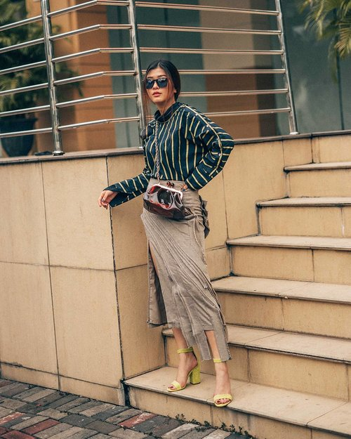 "<div class=""photoCaption"">Such a wardrobe helper you @styletheoryid sejak subscribe udah ngga pernah bingung pake baju apa klo mau keluar rumah ✌<br />  <a class=""pink-url"" target=""_blank"" href=""http://m.id.clozette.co/search/query?term=womenofStyleTheory&siteseach=Submit"">#womenofStyleTheory</a>  <a class=""pink-url"" target=""_blank"" href=""http://m.id.clozette.co/search/query?term=StyleTheoryID&siteseach=Submit"">#StyleTheoryID</a>  <a class=""pink-url"" target=""_blank"" href=""http://m.id.clozette.co/search/query?term=styletheorySBY&siteseach=Submit"">#styletheorySBY</a></div>"