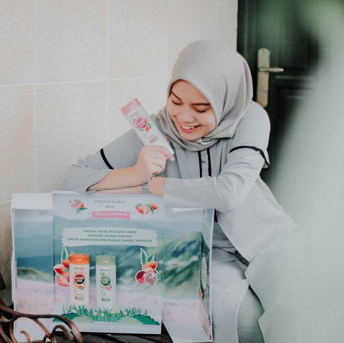 """<div class=""""photoCaption"""">Since Ramadhan will be coming in a month, prepare and pamper yourself with @SunsilkID Sunsilk Hijab Recharge series now! Dengan kesegaran hingga 48 jam, jadi ga bakalan bikin kepala pusing karena rambut lepek tertutup hijab ✨.Let's try now and free to share me your experience using @SunsilkID hijab shampoo series! Gue udah cobain Refresh & Hairfall Solution nih, trus rambut rontok berkurang ga sih?And I'd love to say..yes!. <a class=""""pink-url"""" target=""""_blank"""" href=""""http://m.id.clozette.co/search/query?term=SunsilkHijabSister&siteseach=Submit"""">#SunsilkHijabSister</a>  <a class=""""pink-url"""" target=""""_blank"""" href=""""http://m.id.clozette.co/search/query?term=UncoverPossibilities&siteseach=Submit"""">#UncoverPossibilities</a>  <a class=""""pink-url"""" target=""""_blank"""" href=""""http://m.id.clozette.co/search/query?term=Kesegaran48Jam&siteseach=Submit"""">#Kesegaran48Jam</a> <a class=""""pink-url"""" target=""""_blank"""" href=""""http://m.id.clozette.co/search/query?term=ClozetteID&siteseach=Submit"""">#ClozetteID</a></div>"""