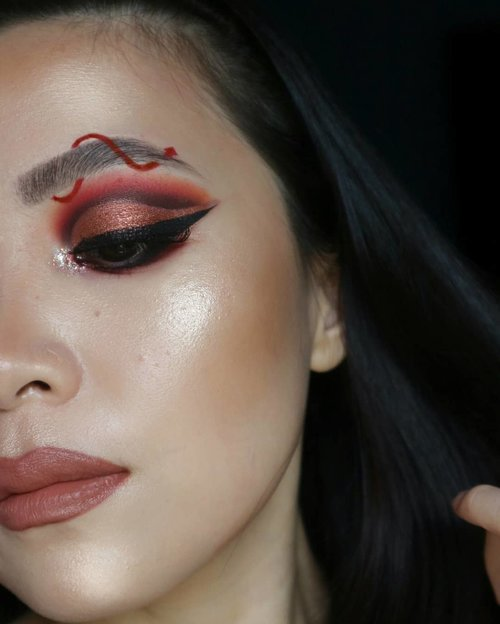 """<div class=""""photoCaption"""">Tampak samping wq (3/3)<br /> .<br /> Inspo @jamescharles<br /> .<br /> @morphebrushes 39A dare to date<br /> @juviasplace magic palette<br /> @beccacosmetics backlight primer<br /> @nyxcosmetics_indonesia @nyxcosmetics vivi bright liner<br /> 💄NYX SUEDE MATTE LIPSTICK in Free Spirit<br /> Lipliner @makeoverid Exposed<br /> @colourpopcosmetics supershock highlighter <br /> @clioindonesia Pro Dual controbing stick<br /> @benefitindonesia Hoola Bronzer<br /> . .<br /> .<br /> .<br /> .<br />  <a class=""""pink-url"""" target=""""_blank"""" href=""""http://m.clozette.co.id/search/query?term=fakeupfix&siteseach=Submit"""">#fakeupfix</a>  <a class=""""pink-url"""" target=""""_blank"""" href=""""http://m.clozette.co.id/search/query?term=makeupforbarbies&siteseach=Submit"""">#makeupforbarbies</a>  <a class=""""pink-url"""" target=""""_blank"""" href=""""http://m.clozette.co.id/search/query?term=beautygram&siteseach=Submit"""">#beautygram</a>  <a class=""""pink-url"""" target=""""_blank"""" href=""""http://m.clozette.co.id/search/query?term=makeupblogger&siteseach=Submit"""">#makeupblogger</a>  <a class=""""pink-url"""" target=""""_blank"""" href=""""http://m.clozette.co.id/search/query?term=makeupfeed&siteseach=Submit"""">#makeupfeed</a>   <a class=""""pink-url"""" target=""""_blank"""" href=""""http://m.clozette.co.id/search/query?term=anatasiabeverlyhills&siteseach=Submit"""">#anatasiabeverlyhills</a>  <a class=""""pink-url"""" target=""""_blank"""" href=""""http://m.clozette.co.id/search/query?term=peachyqueenblog&siteseach=Submit"""">#peachyqueenblog</a>  <a class=""""pink-url"""" target=""""_blank"""" href=""""http://m.clozette.co.id/search/query?term=abhbrows&siteseach=Submit"""">#abhbrows</a>  <a class=""""pink-url"""" target=""""_blank"""" href=""""http://m.clozette.co.id/search/query?term=bretmanvanity&siteseach=Submit"""">#bretmanvanity</a>  <a class=""""pink-url"""" target=""""_blank"""" href=""""http://m.clozette.co.id/search/query?term=nyxcosmetics_indonesia&siteseach=Submit"""">#nyxcosmetics_indonesia</a>  <a class=""""pink-url"""" target=""""_blank"""" href=""""http://m.clozette.co.id/search/query?term=amrezyshoutouts&sites"""