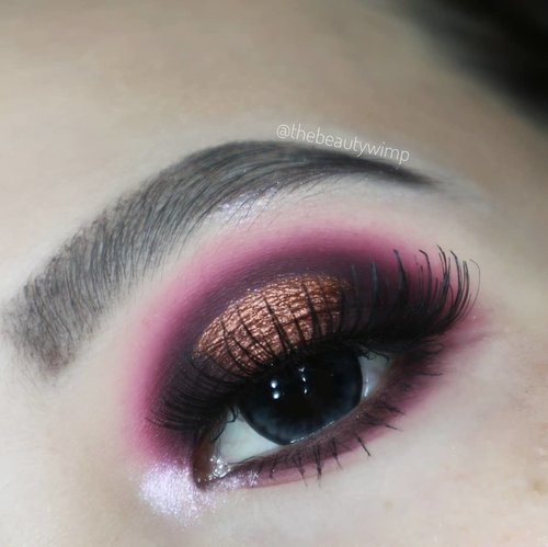 "<div class=""photoCaption"">Cuma mau bilang post GIVEAWAY PART II dipost sebelah 🙆<br /> <br /> Wine Dine 🍷🍇<br /> Deets<br /> @colourpopcosmetics golden state of mind<br /> @morphebrushes 39A dare to date<br /> @x2softlens Bio Color Grey<br /> Brushes used @morphebrushes @sigmabeauty @masamishouko<br /> .<br />  <a class=""pink-url"" target=""_blank"" href=""http://m.clozette.co.id/search/query?term=fakeupfix&siteseach=Submit"">#fakeupfix</a>  <a class=""pink-url"" target=""_blank"" href=""http://m.clozette.co.id/search/query?term=makeupforbarbies&siteseach=Submit"">#makeupforbarbies</a>   <a class=""pink-url"" target=""_blank"" href=""http://m.clozette.co.id/search/query?term=setterspace&siteseach=Submit"">#setterspace</a> @setterspace  <a class=""pink-url"" target=""_blank"" href=""http://m.clozette.co.id/search/query?term=makeuptutorial&siteseach=Submit"">#makeuptutorial</a>  <a class=""pink-url"" target=""_blank"" href=""http://m.clozette.co.id/search/query?term=ColourPopMe&siteseach=Submit"">#ColourPopMe</a>  <a class=""pink-url"" target=""_blank"" href=""http://m.clozette.co.id/search/query?term=anatasiabeverlyhills&siteseach=Submit"">#anatasiabeverlyhills</a>   <a class=""pink-url"" target=""_blank"" href=""http://m.clozette.co.id/search/query?term=peachyqueenblog&siteseach=Submit"">#peachyqueenblog</a>  <a class=""pink-url"" target=""_blank"" href=""http://m.clozette.co.id/search/query?term=abhbrows&siteseach=Submit"">#abhbrows</a>  <a class=""pink-url"" target=""_blank"" href=""http://m.clozette.co.id/search/query?term=bretmanvanity&siteseach=Submit"">#bretmanvanity</a>  <a class=""pink-url"" target=""_blank"" href=""http://m.clozette.co.id/search/query?term=eyemakeupvideos&siteseach=Submit"">#eyemakeupvideos</a>  <a class=""pink-url"" target=""_blank"" href=""http://m.clozette.co.id/search/query?term=juviasplace&siteseach=Submit"">#juviasplace</a>  <a class=""pink-url"" target=""_blank"" href=""http://m.clozette.co.id/search/query?term=amrezyshoutouts&siteseach=Submit"">#amrezyshoutouts</a>  <a class=""pink-url"" target=""_blank"" href=""http://m.clozette.co.id/search/query?term=wakeupandmakeup&siteseach=Submit"">#wakeupandmakeup</a>   <a class=""pink-url"" target=""_blank"" href=""http://m.clozette.co.id/search/query?term=morphebrushes&siteseach=Submit"">#morphebrushes</a>  <a class=""pink-url"" target=""_blank"" href=""http://m.clozette.co.id/search/query?term=instamakeup&siteseach=Submit"">#instamakeup</a>  <a class=""pink-url"" target=""_blank"" href=""http://m.clozette.co.id/search/query?term=undiscovered_muas&siteseach=Submit"">#undiscovered_muas</a>  <a class=""pink-url"" target=""_blank"" href=""http://m.clozette.co.id/search/query?term=morphebabe&siteseach=Submit"">#morphebabe</a>   <a class=""pink-url"" target=""_blank"" href=""http://m.clozette.co.id/search/query?term=beautycommunity&siteseach=Submit"">#beautycommunity</a>   <a class=""pink-url"" target=""_blank"" href=""http://m.clozette.co.id/search/query?term=fiercesociety&siteseach=Submit"">#fiercesociety</a>   <a class=""pink-url"" target=""_blank"" href=""http://m.clozette.co.id/search/query?term=sigmabeauty&siteseach=Submit"">#sigmabeauty</a> @sigmabeauty   <a class=""pink-url"" target=""_blank"" href=""http://m.clozette.co.id/search/query?term=bunnyneedsmakeup&siteseach=Submit"">#bunnyneedsmakeup</a> @bunnyneedsmakeup  <a class=""pink-url"" target=""_blank"" href=""http://m.clozette.co.id/search/query?term=clozetteid&siteseach=Submit"">#clozetteid</a>  <a class=""pink-url"" target=""_blank"" href=""http://m.clozette.co.id/search/query?term=beautybay&siteseach=Submit"">#beautybay</a>  <a class=""pink-url"" target=""_blank"" href=""http://m.clozette.co.id/search/query?term=blendtherules&siteseach=Submit"">#blendtherules</a>  <a class=""pink-url"" target=""_blank"" href=""http://m.clozette.co.id/search/query?term=giveawayindonesia&siteseach=Submit"">#giveawayindonesia</a></div>"