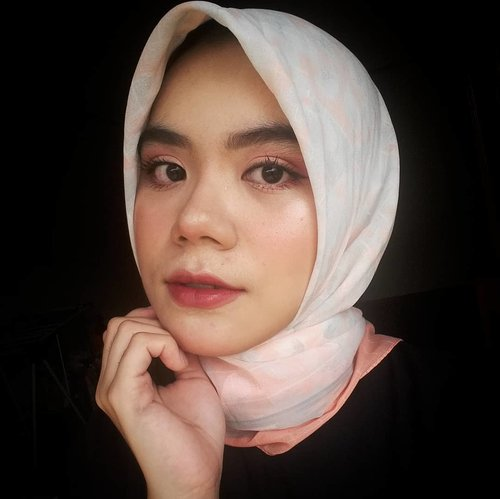 """<div class=""""photoCaption"""">💐<br />  <a class=""""pink-url"""" target=""""_blank"""" href=""""http://m.clozette.co.id/search/query?term=hijab&siteseach=Submit"""">#hijab</a>  <a class=""""pink-url"""" target=""""_blank"""" href=""""http://m.clozette.co.id/search/query?term=hijabstyle&siteseach=Submit"""">#hijabstyle</a>  <a class=""""pink-url"""" target=""""_blank"""" href=""""http://m.clozette.co.id/search/query?term=hijabers&siteseach=Submit"""">#hijabers</a>  <a class=""""pink-url"""" target=""""_blank"""" href=""""http://m.clozette.co.id/search/query?term=beauty&siteseach=Submit"""">#beauty</a>  <a class=""""pink-url"""" target=""""_blank"""" href=""""http://m.clozette.co.id/search/query?term=beautygram&siteseach=Submit"""">#beautygram</a>  <a class=""""pink-url"""" target=""""_blank"""" href=""""http://m.clozette.co.id/search/query?term=instabeauty&siteseach=Submit"""">#instabeauty</a>  <a class=""""pink-url"""" target=""""_blank"""" href=""""http://m.clozette.co.id/search/query?term=makeup&siteseach=Submit"""">#makeup</a>  <a class=""""pink-url"""" target=""""_blank"""" href=""""http://m.clozette.co.id/search/query?term=makeuplook&siteseach=Submit"""">#makeuplook</a>  <a class=""""pink-url"""" target=""""_blank"""" href=""""http://m.clozette.co.id/search/query?term=makeuplooks&siteseach=Submit"""">#makeuplooks</a>  <a class=""""pink-url"""" target=""""_blank"""" href=""""http://m.clozette.co.id/search/query?term=naturalmakeup&siteseach=Submit"""">#naturalmakeup</a>  <a class=""""pink-url"""" target=""""_blank"""" href=""""http://m.clozette.co.id/search/query?term=makeupnatural&siteseach=Submit"""">#makeupnatural</a>  <a class=""""pink-url"""" target=""""_blank"""" href=""""http://m.clozette.co.id/search/query?term=hijabi&siteseach=Submit"""">#hijabi</a>  <a class=""""pink-url"""" target=""""_blank"""" href=""""http://m.clozette.co.id/search/query?term=beautyblogger&siteseach=Submit"""">#beautyblogger</a>  <a class=""""pink-url"""" target=""""_blank"""" href=""""http://m.clozette.co.id/search/query?term=beautyblog&siteseach=Submit"""">#beautyblog</a>  <a class=""""pink-url"""" target=""""_blank"""" href=""""http://m.clozette.co.id/search/query?term=beautybloggers&siteseach=Submit"""">#beautybloggers</a>  <a class=""""pink-url"""" tar"""