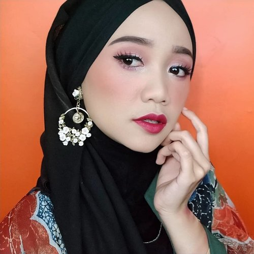 "<div class=""photoCaption"">Tutorial makeup ini ada di post sebelumnya ya.<br /> .<br /> Details:<br /> - @benefitindonesia goof proof brow pencil<br /> - @studiotropik priming water<br /> - @thebodyshopindo foundation<br /> - @jafracosmetics cream blush<br /> - @juviasplace Douce eyeshadow palette<br /> - @getthelookid L'Oreal Infallible Mascara<br /> - @benefitindonesia hoola bronzer<br /> - @corabeauty.id lip.matte<br /> .<br /> .<br /> .<br /> .<br />  <a class=""pink-url"" target=""_blank"" href=""http://m.clozette.co.id/search/query?term=beautybloggerindonesia&siteseach=Submit"">#beautybloggerindonesia</a>  <a class=""pink-url"" target=""_blank"" href=""http://m.clozette.co.id/search/query?term=indobeautygram&siteseach=Submit"">#indobeautygram</a>  <a class=""pink-url"" target=""_blank"" href=""http://m.clozette.co.id/search/query?term=indobeautyvlogger&siteseach=Submit"">#indobeautyvlogger</a>  <a class=""pink-url"" target=""_blank"" href=""http://m.clozette.co.id/search/query?term=tampilcantik&siteseach=Submit"">#tampilcantik</a>  <a class=""pink-url"" target=""_blank"" href=""http://m.clozette.co.id/search/query?term=indobeautysquad&siteseach=Submit"">#indobeautysquad</a>  <a class=""pink-url"" target=""_blank"" href=""http://m.clozette.co.id/search/query?term=hijab&siteseach=Submit"">#hijab</a>  <a class=""pink-url"" target=""_blank"" href=""http://m.clozette.co.id/search/query?term=hijabers&siteseach=Submit"">#hijabers</a>  <a class=""pink-url"" target=""_blank"" href=""http://m.clozette.co.id/search/query?term=makeuphijab&siteseach=Submit"">#makeuphijab</a>  <a class=""pink-url"" target=""_blank"" href=""http://m.clozette.co.id/search/query?term=makeuptutorial&siteseach=Submit"">#makeuptutorial</a>  <a class=""pink-url"" target=""_blank"" href=""http://m.clozette.co.id/search/query?term=makeup&siteseach=Submit"">#makeup</a>  <a class=""pink-url"" target=""_blank"" href=""http://m.clozette.co.id/search/query?term=makeupblogger&siteseach=Submit"">#makeupblogger</a>  <a class=""pink-url"" target=""_blank"" href=""http://m.clozette.co.id/search/query?term=lakme&siteseach=Submit"">#lakme</a>  <a class=""pink-url"" target=""_blank"" href=""http://m.clozette.co.id/search/query?term=clozetteid&siteseach=Submit"">#clozetteid</a>  <a class=""pink-url"" target=""_blank"" href=""http://m.clozette.co.id/search/query?term=beautyvlogger&siteseach=Submit"">#beautyvlogger</a>  <a class=""pink-url"" target=""_blank"" href=""http://m.clozette.co.id/search/query?term=beautyvloggerindonesia&siteseach=Submit"">#beautyvloggerindonesia</a>  <a class=""pink-url"" target=""_blank"" href=""http://m.clozette.co.id/search/query?term=undiscovered_muas&siteseach=Submit"">#undiscovered_muas</a>  <a class=""pink-url"" target=""_blank"" href=""http://m.clozette.co.id/search/query?term=muatribeid&siteseach=Submit"">#muatribeid</a>  <a class=""pink-url"" target=""_blank"" href=""http://m.clozette.co.id/search/query?term=nyxcosmeticsid&siteseach=Submit"">#nyxcosmeticsid</a>  <a class=""pink-url"" target=""_blank"" href=""http://m.clozette.co.id/search/query?term=straighttothepoint&siteseach=Submit"">#straighttothepoint</a>  <a class=""pink-url"" target=""_blank"" href=""http://m.clozette.co.id/search/query?term=preciselyyours&siteseach=Submit"">#preciselyyours</a>  <a class=""pink-url"" target=""_blank"" href=""http://m.clozette.co.id/search/query?term=bvlogger&siteseach=Submit"">#bvlogger</a>  <a class=""pink-url"" target=""_blank"" href=""http://m.clozette.co.id/search/query?term=bvloggerid&siteseach=Submit"">#bvloggerid</a> @bvlogger.id @beautybloggerindonesia @indobeautysquad @tampilcantik @beautychannel.id  <a class=""pink-url"" target=""_blank"" href=""http://m.clozette.co.id/search/query?term=beautychannelid&siteseach=Submit"">#beautychannelid</a></div>"