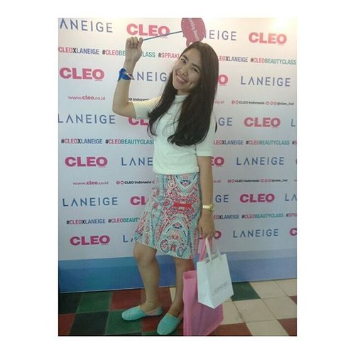 """<div class=""""photoCaption"""">SPARKLING BEAUTY @cleo_ind dan @laneigeid<br /> .<br /> .<br /> .<br />  <a class=""""pink-url"""" target=""""_blank"""" href=""""http://m.clozette.co.id/search/query?term=cleoxlaneige&siteseach=Submit"""">#cleoxlaneige</a>  <a class=""""pink-url"""" target=""""_blank"""" href=""""http://m.clozette.co.id/search/query?term=CLEOBeautyClass&siteseach=Submit"""">#CLEOBeautyClass</a>  <a class=""""pink-url"""" target=""""_blank"""" href=""""http://m.clozette.co.id/search/query?term=spraklingbeauty&siteseach=Submit"""">#spraklingbeauty</a>  <a class=""""pink-url"""" target=""""_blank"""" href=""""http://m.clozette.co.id/search/query?term=blogger&siteseach=Submit"""">#blogger</a>  <a class=""""pink-url"""" target=""""_blank"""" href=""""http://m.clozette.co.id/search/query?term=bloggerbandung&siteseach=Submit"""">#bloggerbandung</a>  <a class=""""pink-url"""" target=""""_blank"""" href=""""http://m.clozette.co.id/search/query?term=beautybloggerbandung&siteseach=Submit"""">#beautybloggerbandung</a>  <a class=""""pink-url"""" target=""""_blank"""" href=""""http://m.clozette.co.id/search/query?term=beautyclassbandung&siteseach=Submit"""">#beautyclassbandung</a>  <a class=""""pink-url"""" target=""""_blank"""" href=""""http://m.clozette.co.id/search/query?term=tribepost&siteseach=Submit"""">#tribepost</a>  <a class=""""pink-url"""" target=""""_blank"""" href=""""http://m.clozette.co.id/search/query?term=clozetteid&siteseach=Submit"""">#clozetteid</a>  <a class=""""pink-url"""" target=""""_blank"""" href=""""http://m.clozette.co.id/search/query?term=bloggerceria&siteseach=Submit"""">#bloggerceria</a>  <a class=""""pink-url"""" target=""""_blank"""" href=""""http://m.clozette.co.id/search/query?term=bloggerindonesia&siteseach=Submit"""">#bloggerindonesia</a>  <a class=""""pink-url"""" target=""""_blank"""" href=""""http://m.clozette.co.id/search/query?term=bloggerperempuan&siteseach=Submit"""">#bloggerperempuan</a></div>"""