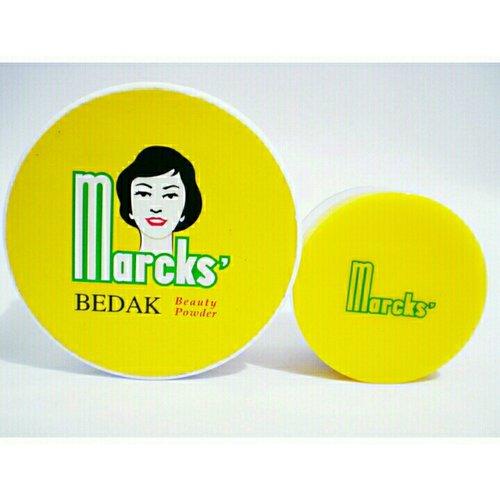 "<div class=""photoCaption"">Ayoo siapa yang menggunakan Marcks' Beauty Powder ini??? Marcks' Beauty Powder ini merupakan salah satu bedak favorit aku. Kenapa?<br /> Karena jenis bedaknya yang ringan, harganya ekonomis, dan tidak membuat wajah semakin berminyak/berjerawat.<br /> Yuk, baca review lengkapnya dengan klik di link bio aku yah 👆👆👆👆👆👆👆👆<br /> .<br /> .<br /> .<br />  <a class=""pink-url"" target=""_blank"" href=""http://m.clozette.co.id/search/query?term=ClozetteID&siteseach=Submit"">#ClozetteID</a>  <a class=""pink-url"" target=""_blank"" href=""http://m.clozette.co.id/search/query?term=instabeauty&siteseach=Submit"">#instabeauty</a>  <a class=""pink-url"" target=""_blank"" href=""http://m.clozette.co.id/search/query?term=indonesiablogger&siteseach=Submit"">#indonesiablogger</a>  <a class=""pink-url"" target=""_blank"" href=""http://m.clozette.co.id/search/query?term=indonesiabeautyblogger&siteseach=Submit"">#indonesiabeautyblogger</a>  <a class=""pink-url"" target=""_blank"" href=""http://m.clozette.co.id/search/query?term=bloggerBDG&siteseach=Submit"">#bloggerBDG</a>  <a class=""pink-url"" target=""_blank"" href=""http://m.clozette.co.id/search/query?term=bloggerlife&siteseach=Submit"">#bloggerlife</a>  <a class=""pink-url"" target=""_blank"" href=""http://m.clozette.co.id/search/query?term=bloggerbandung&siteseach=Submit"">#bloggerbandung</a>  <a class=""pink-url"" target=""_blank"" href=""http://m.clozette.co.id/search/query?term=bloggerindonesia&siteseach=Submit"">#bloggerindonesia</a>  <a class=""pink-url"" target=""_blank"" href=""http://m.clozette.co.id/search/query?term=beautyblog&siteseach=Submit"">#beautyblog</a>  <a class=""pink-url"" target=""_blank"" href=""http://m.clozette.co.id/search/query?term=beautyblogger&siteseach=Submit"">#beautyblogger</a>  <a class=""pink-url"" target=""_blank"" href=""http://m.clozette.co.id/search/query?term=beautybloggers&siteseach=Submit"">#beautybloggers</a>  <a class=""pink-url"" target=""_blank"" href=""http://m.clozette.co.id/search/query?term=beautybloggerbandung&siteseach=Subm"