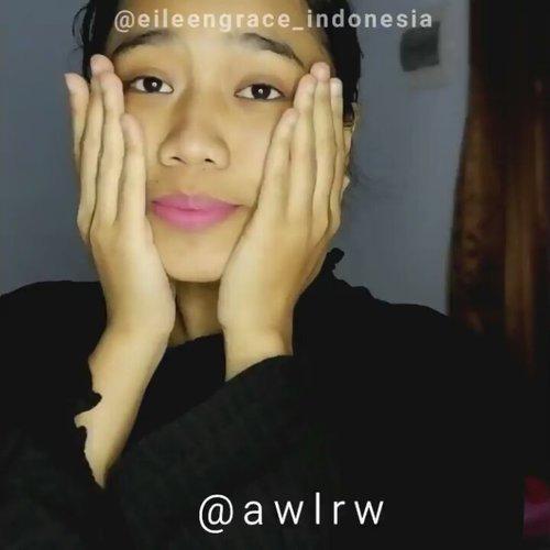"""<div class=""""photoCaption"""">Akhirnya, aku udah buat review lengkap mengenai rose jelly mask dari @eileengrace_indonesia di blog❤<br /> .<br /> Yang harus kalian tau, masker ini ngelembapin banget dan super relaxing karena wanginya rose, dan masker ini juga bisa menyemarkan bekas jerawat (lucknut) hitam di muka aku lho😱<br /> .<br /> Liat before afternya di blog ya beb<br /> .<br /> Ohiya di video ini gw makan mi cup sembari nunggu waktu maskeran selesau. Walaupun gw makan mi, si maskernya ga jatoh atau meleleh loh. Jadi kalo udh stick on your face, maskernya gak bakal lari. Kaya si dia🙊<br /> .<br /> Song: Queen I Want to Break Free (masih dalam euphoria Bohemian Rhapsody💃)<br /> .<br />  <a class=""""pink-url"""" target=""""_blank"""" href=""""http://m.clozette.co.id/search/query?term=clozetteid&siteseach=Submit"""">#clozetteid</a>  <a class=""""pink-url"""" target=""""_blank"""" href=""""http://m.clozette.co.id/search/query?term=beauty&siteseach=Submit"""">#beauty</a>  <a class=""""pink-url"""" target=""""_blank"""" href=""""http://m.clozette.co.id/search/query?term=facemask&siteseach=Submit"""">#facemask</a>  <a class=""""pink-url"""" target=""""_blank"""" href=""""http://m.clozette.co.id/search/query?term=mask&siteseach=Submit"""">#mask</a>  <a class=""""pink-url"""" target=""""_blank"""" href=""""http://m.clozette.co.id/search/query?term=jellymask&siteseach=Submit"""">#jellymask</a>  <a class=""""pink-url"""" target=""""_blank"""" href=""""http://m.clozette.co.id/search/query?term=rosemask&siteseach=Submit"""">#rosemask</a>  <a class=""""pink-url"""" target=""""_blank"""" href=""""http://m.clozette.co.id/search/query?term=rosejellymask&siteseach=Submit"""">#rosejellymask</a>  <a class=""""pink-url"""" target=""""_blank"""" href=""""http://m.clozette.co.id/search/query?term=eileengrace&siteseach=Submit"""">#eileengrace</a>  <a class=""""pink-url"""" target=""""_blank"""" href=""""http://m.clozette.co.id/search/query?term=eileengracemask&siteseach=Submit"""">#eileengracemask</a>  <a class=""""pink-url"""" target=""""_blank"""" href=""""http://m.clozette.co.id/search/query?term=skincare&siteseach=Submit"""">#skincare</a>  <a class=""""pink-url"""" """