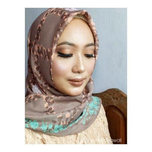 "<div class=""photoCaption"">Mau dibilang arabian tapi ga sempoa aka sempurna, mau dibilang nude makeup tp blush on seyegeeerr 😅 give name  this picture 😻Talent : @veramusviroh <a class=""pink-url"" target=""_blank"" href=""http://m.clozette.co.id/search/query?term=makeuptime&siteseach=Submit"">#makeuptime</a>  <a class=""pink-url"" target=""_blank"" href=""http://m.clozette.co.id/search/query?term=makeuplook&siteseach=Submit"">#makeuplook</a>  <a class=""pink-url"" target=""_blank"" href=""http://m.clozette.co.id/search/query?term=makeupbold&siteseach=Submit"">#makeupbold</a>  <a class=""pink-url"" target=""_blank"" href=""http://m.clozette.co.id/search/query?term=makeupbollywood&siteseach=Submit"">#makeupbollywood</a>  <a class=""pink-url"" target=""_blank"" href=""http://m.clozette.co.id/search/query?term=makeupbyme&siteseach=Submit"">#makeupbyme</a>  <a class=""pink-url"" target=""_blank"" href=""http://m.clozette.co.id/search/query?term=homakeupstory&siteseach=Submit"">#homakeupstory</a>  <a class=""pink-url"" target=""_blank"" href=""http://m.clozette.co.id/search/query?term=makeuponfleek&siteseach=Submit"">#makeuponfleek</a>  <a class=""pink-url"" target=""_blank"" href=""http://m.clozette.co.id/search/query?term=makeupjunkie&siteseach=Submit"">#makeupjunkie</a>  <a class=""pink-url"" target=""_blank"" href=""http://m.clozette.co.id/search/query?term=makeupideas&siteseach=Submit"">#makeupideas</a>  <a class=""pink-url"" target=""_blank"" href=""http://m.clozette.co.id/search/query?term=makeupenthusiast&siteseach=Submit"">#makeupenthusiast</a>  <a class=""pink-url"" target=""_blank"" href=""http://m.clozette.co.id/search/query?term=makeupandwakeup&siteseach=Submit"">#makeupandwakeup</a>  <a class=""pink-url"" target=""_blank"" href=""http://m.clozette.co.id/search/query?term=hijabers&siteseach=Submit"">#hijabers</a>  <a class=""pink-url"" target=""_blank"" href=""http://m.clozette.co.id/search/query?term=makeuphijab&siteseach=Submit"">#makeuphijab</a>  <a class=""pink-url"" target=""_blank"" href=""http://m.clozette.co.id/search/query?term=hija"