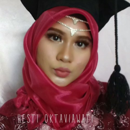 "<div class=""photoCaption"">Kecilin volumenta dan jgn pke headset takut budeg wkwk.Ini dia mini tutorial complexion makeup wisuda yang kemaren aku post. Akhirnya bisa melawan rasa malas ini 😂 kalo mau fullnya lgsg ke YT Channel ya bebs 😘 ♡ PRODUCT USED : ▪ @herboristnaturalcare 98% aloevera gel▪ @purbasari_indonesia moisturizer daily series▪ @maybelline Fit me matte + poreless shade 220▪ @purbasari_indonesia oil control matte powder shade honey beige▪ @zoyacosmetics blushonconfetti zcb 004▪ @catrice.cosmetics sun glow matte bronzing no 030 medium bronze ▪ @makeoverid Riche glow highlighter▪ @viva.cosmetics eyebrow pencil shade brown▪ @Maybelline instant new age rewind concealer (merapihkan sisi alis)▪ @eminacosmetics creamatte shade Amazeballs <a class=""pink-url"" target=""_blank"" href=""http://m.clozette.co.id/search/query?term=homakeupstory&siteseach=Submit"">#homakeupstory</a> <a class=""pink-url"" target=""_blank"" href=""http://m.clozette.co.id/search/query?term=beautyvloggerid&siteseach=Submit"">#beautyvloggerid</a>   <a class=""pink-url"" target=""_blank"" href=""http://m.clozette.co.id/search/query?term=makeuplook&siteseach=Submit"">#makeuplook</a>  <a class=""pink-url"" target=""_blank"" href=""http://m.clozette.co.id/search/query?term=makeupaddict&siteseach=Submit"">#makeupaddict</a>  <a class=""pink-url"" target=""_blank"" href=""http://m.clozette.co.id/search/query?term=indobeauty&siteseach=Submit"">#indobeauty</a>  <a class=""pink-url"" target=""_blank"" href=""http://m.clozette.co.id/search/query?term=beautylosophy&siteseach=Submit"">#beautylosophy</a>  <a class=""pink-url"" target=""_blank"" href=""http://m.clozette.co.id/search/query?term=smartbeautycommunity&siteseach=Submit"">#smartbeautycommunity</a>  <a class=""pink-url"" target=""_blank"" href=""http://m.clozette.co.id/search/query?term=indobeautygram&siteseach=Submit"">#indobeautygram</a>  <a class=""pink-url"" target=""_blank"" href=""http://m.clozette.co.id/search/query?term=makeupenthusiast&siteseach=Submit"">#makeupenthusiast</a>  <a class=""pink-url"" target=""_blank"" href=""http://m.clozette.co.id/search/query?term=beautytalkindo&siteseach=Submit"">#beautytalkindo</a>  <a class=""pink-url"" target=""_blank"" href=""http://m.clozette.co.id/search/query?term=indobeautysquad&siteseach=Submit"">#indobeautysquad</a>  <a class=""pink-url"" target=""_blank"" href=""http://m.clozette.co.id/search/query?term=beautybloggerindonesia&siteseach=Submit"">#beautybloggerindonesia</a>  <a class=""pink-url"" target=""_blank"" href=""http://m.clozette.co.id/search/query?term=bloggerperempuan&siteseach=Submit"">#bloggerperempuan</a>  <a class=""pink-url"" target=""_blank"" href=""http://m.clozette.co.id/search/query?term=setterspace&siteseach=Submit"">#setterspace</a>  <a class=""pink-url"" target=""_blank"" href=""http://m.clozette.co.id/search/query?term=beautyguruindonesia&siteseach=Submit"">#beautyguruindonesia</a>  <a class=""pink-url"" target=""_blank"" href=""http://m.clozette.co.id/search/query?term=indomakeupsquad&siteseach=Submit"">#indomakeupsquad</a>  <a class=""pink-url"" target=""_blank"" href=""http://m.clozette.co.id/search/query?term=muapandeglang&siteseach=Submit"">#muapandeglang</a>   <a class=""pink-url"" target=""_blank"" href=""http://m.clozette.co.id/search/query?term=teambvid&siteseach=Submit"">#teambvid</a>  <a class=""pink-url"" target=""_blank"" href=""http://m.clozette.co.id/search/query?term=beautychannelid&siteseach=Submit"">#beautychannelid</a>  <a class=""pink-url"" target=""_blank"" href=""http://m.clozette.co.id/search/query?term=hijabersbeautybvlogger&siteseach=Submit"">#hijabersbeautybvlogger</a>  <a class=""pink-url"" target=""_blank"" href=""http://m.clozette.co.id/search/query?term=bunnyneedsmakeup&siteseach=Submit"">#bunnyneedsmakeup</a>  <a class=""pink-url"" target=""_blank"" href=""http://m.clozette.co.id/search/query?term=beautybloggertangerang&siteseach=Submit"">#beautybloggertangerang</a>  <a class=""pink-url"" target=""_blank"" href=""http://m.clozette.co.id/search/query?term=beautysecretsquad&siteseach=Submit"">#beautysecretsquad</a>  <a class=""pink-url"" target=""_blank"" href=""http://m.clozette.co.id/search/query?term=clozette&siteseach=Submit"">#clozette</a>  <a class=""pink-url"" target=""_blank"" href=""http://m.clozette.co.id/search/query?term=smartbeautycom&siteseach=Submit"">#smartbeautycom</a>  <a class=""pink-url"" target=""_blank"" href=""http://m.clozette.co.id/search/query?term=clozetteid&siteseach=Submit"">#clozetteid</a>  <a class=""pink-url"" target=""_blank"" href=""http://m.clozette.co.id/search/query?term=makeupandwakeup&siteseach=Submit"">#makeupandwakeup</a>  <a class=""pink-url"" target=""_blank"" href=""http://m.clozette.co.id/search/query?term=makeupwisuda&siteseach=Submit"">#makeupwisuda</a>  <a class=""pink-url"" target=""_blank"" href=""http://m.clozette.co.id/search/query?term=graduationmakeup&siteseach=Submit"">#graduationmakeup</a>  <a class=""pink-url"" target=""_blank"" href=""http://m.clozette.co.id/search/query?term=beautycollabid&siteseach=Submit"">#beautycollabid</a> @indobeautygram @beautyblogger.id @beautybloggerindonesia @bvlogger.id @beautytalk_indo @beautilosophy @inspirasimakeup.id @setterspace @beautylosophy @beautyguruindonesia @indobeauty_squad @teambvloggerid @beautychannelid @indomakeup_squad @bunnyneedsmakeup@smartbeautycommunity @bloggerperempuan @beautysecretsquad @beautyblogger.tangerang @smartbeautycommunity@beautycollabid</div>"