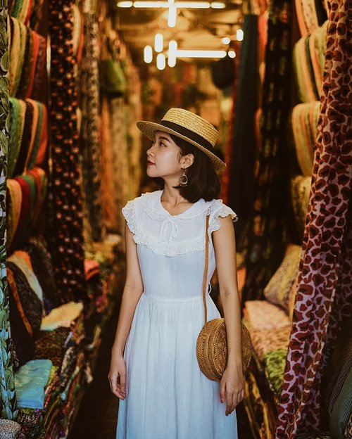 """<div class=""""photoCaption"""">My favorite eras are probably the 1940s-50s. Most of the things l own are vintage reproductions, just because it's hard to find anything authentically that fits my 25-26"""" waist.  <a class=""""pink-url"""" target=""""_blank"""" href=""""http://m.id.clozette.co/search/query?term=neutrals&siteseach=Submit"""">#neutrals</a>  <a class=""""pink-url"""" target=""""_blank"""" href=""""http://m.id.clozette.co/search/query?term=clozetteid&siteseach=Submit"""">#clozetteid</a> 📷 @agustinustridarma</div>"""