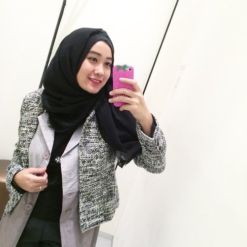 """<div class=""""photoCaption"""">Yesterday at the fitting room.  <a class=""""pink-url"""" target=""""_blank"""" href=""""http://m.clozette.co.id/search/query?term=clozetteid&siteseach=Submit"""">#clozetteid</a>  <a class=""""pink-url"""" target=""""_blank"""" href=""""http://m.clozette.co.id/search/query?term=clozetteambassador&siteseach=Submit"""">#clozetteambassador</a></div>"""