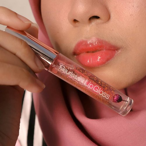 "<div class=""photoCaption"">Swipe untuk lihat warna asli yang enggak pake filter!.Glossy lips are back to trend, aren't they?.Current fave lip gloss:  <a class=""pink-url"" target=""_blank"" href=""http://m.clozette.co.id/search/query?term=glamfox&siteseach=Submit"">#glamfox</a> Fleurissant Lip Gloss shade Witch Flower.Beli di @altheakorea.. <a class=""pink-url"" target=""_blank"" href=""http://m.clozette.co.id/search/query?term=altheakorea&siteseach=Submit"">#altheakorea</a>  <a class=""pink-url"" target=""_blank"" href=""http://m.clozette.co.id/search/query?term=clozetteid&siteseach=Submit"">#clozetteid</a>  <a class=""pink-url"" target=""_blank"" href=""http://m.clozette.co.id/search/query?term=lipswatch&siteseach=Submit"">#lipswatch</a>  <a class=""pink-url"" target=""_blank"" href=""http://m.clozette.co.id/search/query?term=lipgloss&siteseach=Submit"">#lipgloss</a>  <a class=""pink-url"" target=""_blank"" href=""http://m.clozette.co.id/search/query?term=beautiesquad&siteseach=Submit"">#beautiesquad</a></div>"