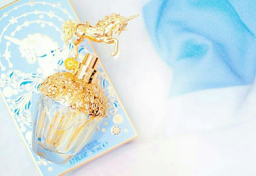 """<div class=""""photoCaption"""">Adding some sparkle to your Sunday with Anna Sui Fantasia 🌟 The Woody Fruity Floral scent promises sensuality and femininity 🌟</div>"""