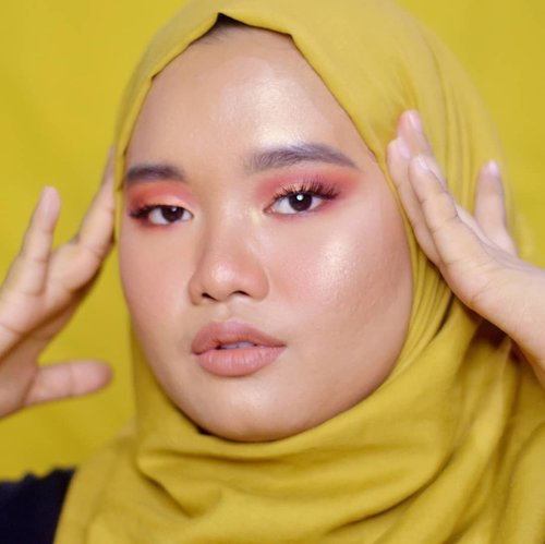 "<div class=""photoCaption"">Happy fridayyy everyone!!<br /> .<br /> Jangan bosen ya aku masih pake @minuet.official Palette nih hahah inshaa Allah full review-nya bakal up besok! ❤.<br /> .<br /> Lip: @blpbeauty Lip Coat - Maple Waffle 💋.<br /> .<br />  <a class=""pink-url"" target=""_blank"" href=""http://m.clozette.co.id/search/query?term=clozetteid&siteseach=Submit"">#clozetteid</a>  <a class=""pink-url"" target=""_blank"" href=""http://m.clozette.co.id/search/query?term=bunnyneedsmakeup&siteseach=Submit"">#bunnyneedsmakeup</a>   <a class=""pink-url"" target=""_blank"" href=""http://m.clozette.co.id/search/query?term=magellanictivity&siteseach=Submit"">#magellanictivity</a>  <a class=""pink-url"" target=""_blank"" href=""http://m.clozette.co.id/search/query?term=makeupbyutiazka&siteseach=Submit"">#makeupbyutiazka</a>  <a class=""pink-url"" target=""_blank"" href=""http://m.clozette.co.id/search/query?term=makeupcommunity&siteseach=Submit"">#makeupcommunity</a>  <a class=""pink-url"" target=""_blank"" href=""http://m.clozette.co.id/search/query?term=crueltyfreemakeup&siteseach=Submit"">#crueltyfreemakeup</a>  <a class=""pink-url"" target=""_blank"" href=""http://m.clozette.co.id/search/query?term=blpbeautylipcoat&siteseach=Submit"">#blpbeautylipcoat</a>  <a class=""pink-url"" target=""_blank"" href=""http://m.clozette.co.id/search/query?term=blpgirls&siteseach=Submit"">#blpgirls</a></div>"