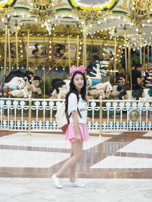 "<div class=""photoCaption"">My OOTD At Lotte World Theme Park </div>"