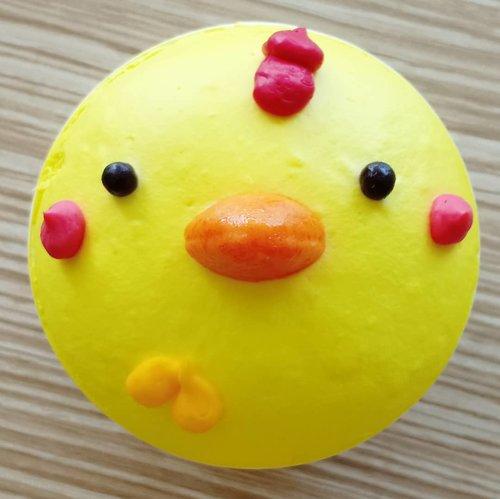 "<div class=""photoCaption"">Kalo teman-teman ke Citos, mampir ke @touslesjoursid deh. Karena ada cupcake gemesin dan enaaaaaak. My fave diurut: 1. Rabbit-strawberry, 2. Bear-rasa chocolate, 3. Frog-rasa pandan, 4. Chick-rasa lemon, 5. Puppy-rasa cream oreo. Repurchase berkali-kali buat si rabbit. Lalu kenapa fotonya si anak ayam, karena yang rabbit disimpan di kulkas buat si ucul, hahaha. Harganya lumayan sih, Rp 23.000/cupcake. Tapi enak kok sungguh.. 🤤🤤.. <a class=""pink-url"" target=""_blank"" href=""http://m.clozette.co.id/search/query?term=clozetteid&siteseach=Submit"">#clozetteid</a>  <a class=""pink-url"" target=""_blank"" href=""http://m.clozette.co.id/search/query?term=cupcake&siteseach=Submit"">#cupcake</a>  <a class=""pink-url"" target=""_blank"" href=""http://m.clozette.co.id/search/query?term=lisnasays&siteseach=Submit"">#lisnasays</a>👍</div>"