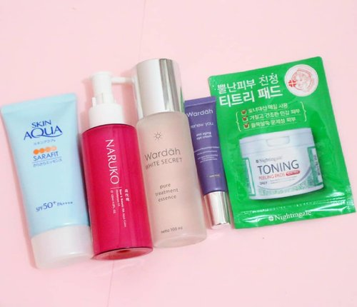 "<div class=""photoCaption"">🌞 Here is my current morning skincare routine. I ditch the cleasing step as the season have changed and I have to keep my skin hydrate 💦. In the morning, I like to wash my face only with water and continue using toner pads that have two sides. It helps cleaning my face but still moisturizing enough. then I move into 1 2 3 step that usually takes around 10 mintues 😂😂<br /> 🎀 Dets<br /> · Nightingale toning peeling pads tea tree<br /> · Wardah white secret pure treatment essence<br /> · Wardah renew you anti aging eye cream<br /> · Naruko rose & botanic ha aqua bolic moisturizer<br /> · Skin aqua sarafit spf 50+pa+++<br /> .<br /> .<br /> .<br /> .<br /> .<br />  <a class=""pink-url"" target=""_blank"" href=""http://m.clozette.co.id/search/query?term=ellskincare&siteseach=Submit"">#ellskincare</a>  <a class=""pink-url"" target=""_blank"" href=""http://m.clozette.co.id/search/query?term=abcommunity&siteseach=Submit"">#abcommunity</a>  <a class=""pink-url"" target=""_blank"" href=""http://m.clozette.co.id/search/query?term=potd&siteseach=Submit"">#potd</a>  <a class=""pink-url"" target=""_blank"" href=""http://m.clozette.co.id/search/query?term=instabeauty&siteseach=Submit"">#instabeauty</a>  <a class=""pink-url"" target=""_blank"" href=""http://m.clozette.co.id/search/query?term=koreancosmetics&siteseach=Submit"">#koreancosmetics</a>  <a class=""pink-url"" target=""_blank"" href=""http://m.clozette.co.id/search/query?term=instabeauty&siteseach=Submit"">#instabeauty</a>  <a class=""pink-url"" target=""_blank"" href=""http://m.clozette.co.id/search/query?term=rasasianbeauty&siteseach=Submit"">#rasasianbeauty</a>  <a class=""pink-url"" target=""_blank"" href=""http://m.clozette.co.id/search/query?term=koreanskincare&siteseach=Submit"">#koreanskincare</a>  <a class=""pink-url"" target=""_blank"" href=""http://m.clozette.co.id/search/query?term=clozetteID&siteseach=Submit"">#clozetteID</a>  <a class=""pink-url"" target=""_blank"" href=""http://m.clozette.co.id/search/query?term=clozette&siteseach=Submit"">#clozette</a>  <a class=""pink-url"" target=""_blank"" href=""http://m.clozette.co.id/search/query?term=clozetter&siteseach=Submit"">#clozetter</a>  <a class=""pink-url"" target=""_blank"" href=""http://m.clozette.co.id/search/query?term=dryskinfighter&siteseach=Submit"">#dryskinfighter</a>  <a class=""pink-url"" target=""_blank"" href=""http://m.clozette.co.id/search/query?term=kbeauty&siteseach=Submit"">#kbeauty</a>  <a class=""pink-url"" target=""_blank"" href=""http://m.clozette.co.id/search/query?term=japaneseskincare&siteseach=Submit"">#japaneseskincare</a>  <a class=""pink-url"" target=""_blank"" href=""http://m.clozette.co.id/search/query?term=skincareroutine&siteseach=Submit"">#skincareroutine</a>  <a class=""pink-url"" target=""_blank"" href=""http://m.clozette.co.id/search/query?term=glowingskin&siteseach=Submit"">#glowingskin</a>  <a class=""pink-url"" target=""_blank"" href=""http://m.clozette.co.id/search/query?term=skincareaddict&siteseach=Submit"">#skincareaddict</a>  <a class=""pink-url"" target=""_blank"" href=""http://m.clozette.co.id/search/query?term=beautyblogger&siteseach=Submit"">#beautyblogger</a>  <a class=""pink-url"" target=""_blank"" href=""http://m.clozette.co.id/search/query?term=pinkmellenial&siteseach=Submit"">#pinkmellenial</a></div>"