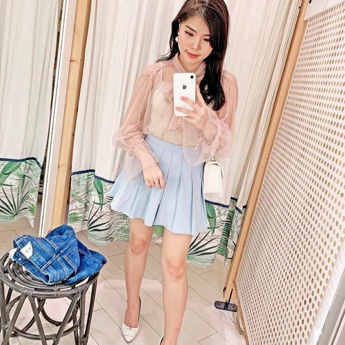 """<div class=""""photoCaption"""">Reconstructing my everyday style 2 years ago, wasn't that bad 😅. -<br /> -<br />  <a class=""""pink-url"""" target=""""_blank"""" href=""""http://m.clozette.co.id/search/query?term=mirrorselfie&siteseach=Submit"""">#mirrorselfie</a>  <a class=""""pink-url"""" target=""""_blank"""" href=""""http://m.clozette.co.id/search/query?term=ootd&siteseach=Submit"""">#ootd</a>  <a class=""""pink-url"""" target=""""_blank"""" href=""""http://m.clozette.co.id/search/query?term=ClozetteID&siteseach=Submit"""">#ClozetteID</a></div>"""