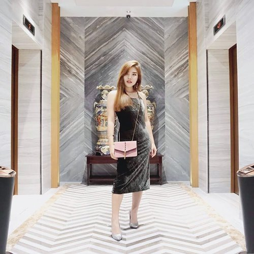 """<div class=""""photoCaption"""">Olive green + dusty pink couldn't be better with touch of geometrical marble background.<br /> -<br />  <a class=""""pink-url"""" target=""""_blank"""" href=""""http://m.clozette.co.id/search/query?term=ootd&siteseach=Submit"""">#ootd</a>  <a class=""""pink-url"""" target=""""_blank"""" href=""""http://m.clozette.co.id/search/query?term=fashion&siteseach=Submit"""">#fashion</a>  <a class=""""pink-url"""" target=""""_blank"""" href=""""http://m.clozette.co.id/search/query?term=velvetdress&siteseach=Submit"""">#velvetdress</a>  <a class=""""pink-url"""" target=""""_blank"""" href=""""http://m.clozette.co.id/search/query?term=ClozetteID&siteseach=Submit"""">#ClozetteID</a></div>"""